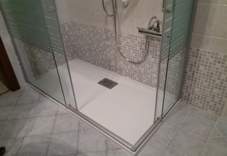 Soluzione doccia con mosaico in tonalità